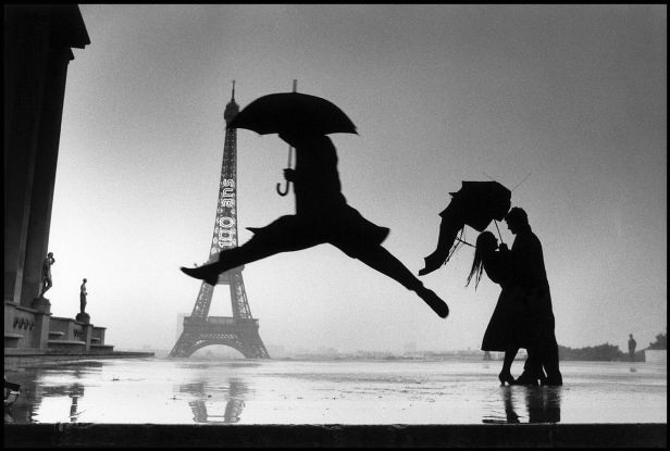 jumping-man-eiffel