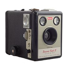 220px-kodak_brownie_flash_iii